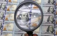 Мужчины обменяли через банковские терминалы в Киеве тысячи поддельных долларов
