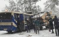 Под Киевом образовалась многокилометровая пробка из-за маршрутки и трактора (видео)
