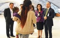 Семья три месяца живет в аэропорту Бангкока