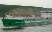 Украинец на моторной лодке протаранил российский танкер