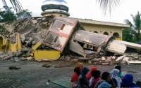 Мощное землетрясение в Индонезии: двое погибших, десятки пострадавших