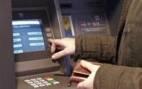 В Киеве возле банкомата напали на мужчину