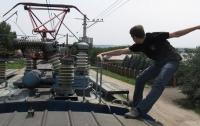 После неудачного селфи на крыше электрички в Одессе умер подросток