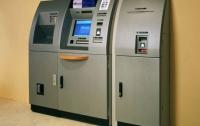 С помощью обычной вилки из банкоматов Франции украли более миллиона евро