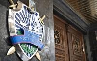 Киевлянка приковала себя наручниками в прокуратуре из-за сына (видео)