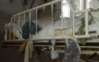 Пациент сломал нос медработнику и выпрыгнул из окна больницы