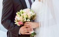 Более пятидесяти пар сыграли свадьбы в неудобный день недели
