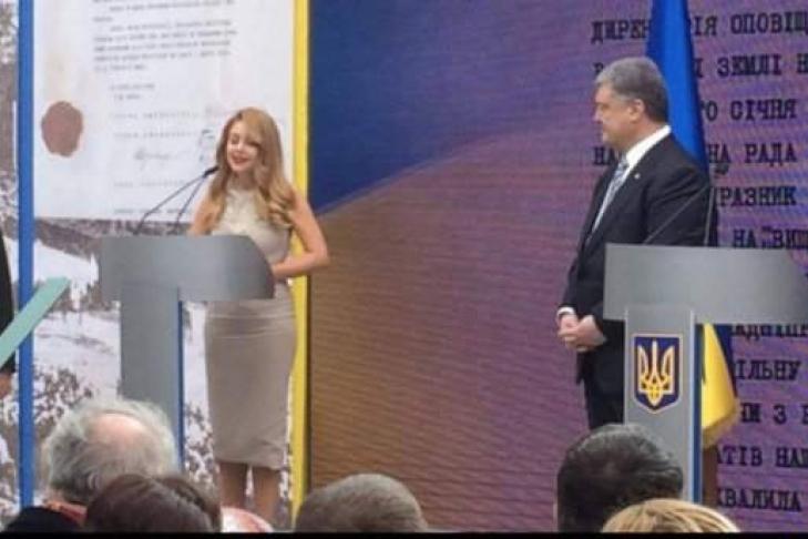 Порошенко присвоил Тине Кароль звание народной артистки Украины