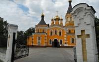 В Киеве пожар уничтожил здание на территории Покровской церкви