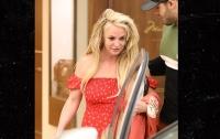 Нервный срыв у Бритни Спирс: ходит по улицам босиком