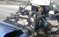 Лобовое столкновение на Херсонщине: авто превратились в груду металла