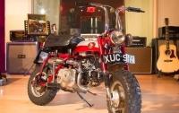 Мотоцикл Джона Леннона продали на аукционе в Великобритании