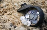 Пенсионеры на Житомирщине нашли старинный клад (видео)