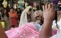 Свадьба на похоронах. Тайка вышла замуж за своего умершего возлюбленного