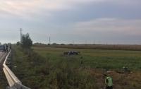 ДТП на Ровенщине: Audi A8 зацепил отбойник и вылетел в кювет, есть погибшие