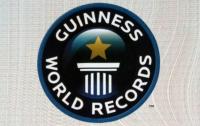 63 издание Книги рекордов Гиннесса: тату-протез, самый длинный хвост и 8 тысяч мишек