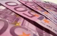 Мальчик нашел пакет с 200 тыс. евро взятки в огороде и получил в подарок велосипед