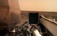 Аппарат InSight отправил на Землю свой первый четкий снимок поверхности Марса