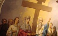 Верующие отмечают воздвижение Креста Господня
