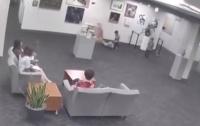 От родителей требуют $130 тысяч за скульптуру, разбитую их детьми (видео)