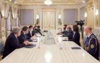 Зеленский встретился с главой военного комитета НАТО