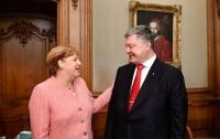 Порошенко поговорил с Меркель по телефону: стали известны подробности