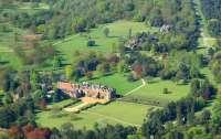 Королева Елизавета II превратит свою загородную резиденцию в автокинотеатр