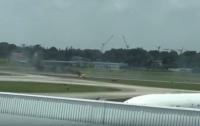 В Сингапуре на авиашоу загорелся самолет (видео)