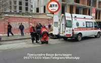 В Киеве на пешеходном переходе сбили человека