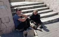 В Киеве мужчина использовал для попрошайничества чужого ребенка