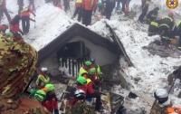 Число погибших в заваленном лавиной отеле в Италии возросло до 12