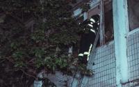 В Киеве сгорела квартира, пострадали три человека (видео)