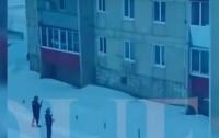 Российский наемник вернулся из Сирии и решил пострелять по людям дома (видео)