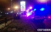 Пьяный водитель снес ограждение скоростного трамвая в Киеве
