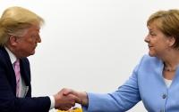 СМИ: Трамп довел Меркель до смеха на пресс-конференции