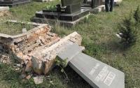 В Крыму вандалы поглумились на мусульманском кладбище