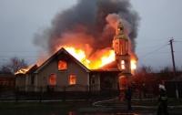 Сильный пожар повредил недвижимость промосковских попов (видео)