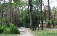 Владелец ресторана подделал документы и занял часть Сырецкого парка в Киеве