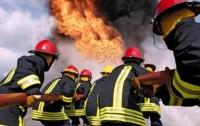 Сильный пожар охватил российский рынок (видео)
