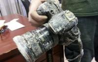Крокодил отобрал у мужчины фотоаппарат и вернул через 8 месяцев (ВИДЕО)