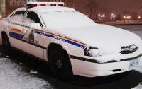 Канадец разыграл полицейских слепленным из снега автомобилем