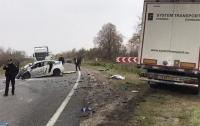 На Львовщине фура столкнулась с авто полиции: погиб правоохранитель