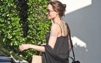 Анджелина Джоли после сообщений о параличе впервые появилась на публике