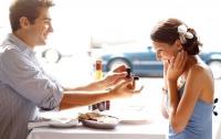 Канадец сделал предложение возлюбленной, подарив кольцо с зубом (ФОТО)