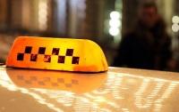 ДТП в Киеве: водитель такси сбил очевидца аварии и скрылся