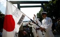 Японский военный корабль растерял в море часть боеприпасов