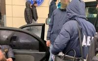 На Луганщине следователи ГБР задержали на взятке майора СБУ и командира части