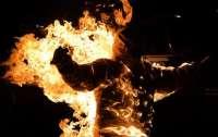 В Киеве на улице заметили мужчину в огне