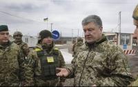 Порошенко побывал в прифронтовых селах на Донбассе
