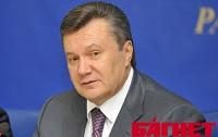 Янукович не стал отменять международные визиты из-за болезни